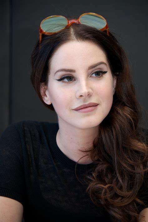 Lana Del Rey Clarifies 'Anti-Feminist' Comments to James ...