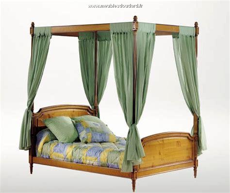 letti a baldacchino in legno letto in legno massello letto a baldacchino in legno