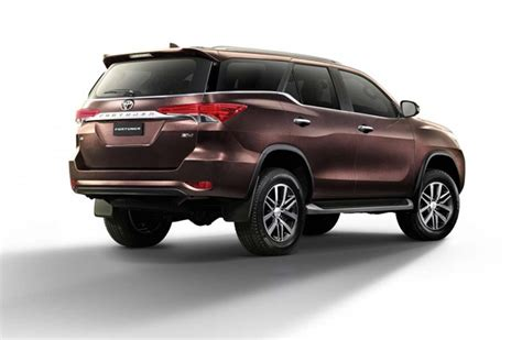 toyota fortuner  refreshed wd   models
