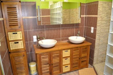 deco salle de bain bois et vert