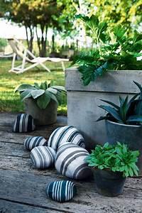 Cailloux Deco Jardin : des galets peints de rayures marie claire ~ Melissatoandfro.com Idées de Décoration