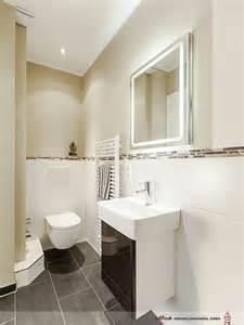 bad modern gefliest 2 klare linien im gäste bad mit dusche wc und handwaschbecken sind modern abgetönte wandfarben