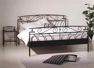 Bettgestell 180x200 Metall : mp6 futonbett metallbett 180x200 designer bett metall schwarz ~ Pilothousefishingboats.com Haus und Dekorationen