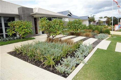 landscaping ideas front yard australia 86 best images about native gardens on pinterest kangaroo paw shrubs and ornamental grasses