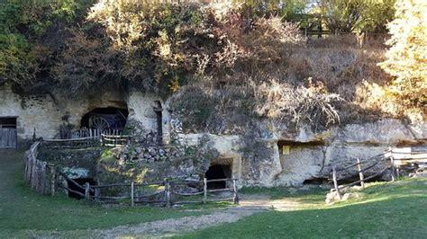 ferme troglodytique photo de la vall 233 e troglodytique des