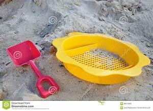 Bac À Sable Plastique : enfants tamis et pelle en plastique dans le bac sable ~ Melissatoandfro.com Idées de Décoration