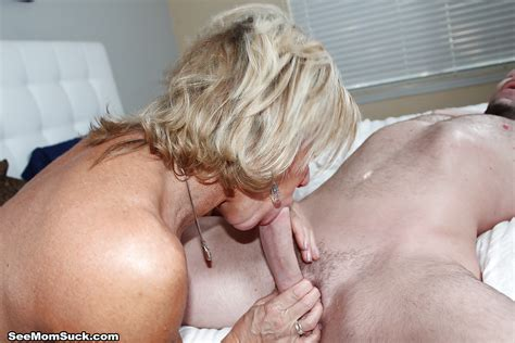 Teen Chick Watches Blonde Milf Blow Big Cock In Age Play