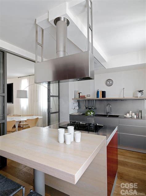 una casa  zona giorno open space  camera sottotetto