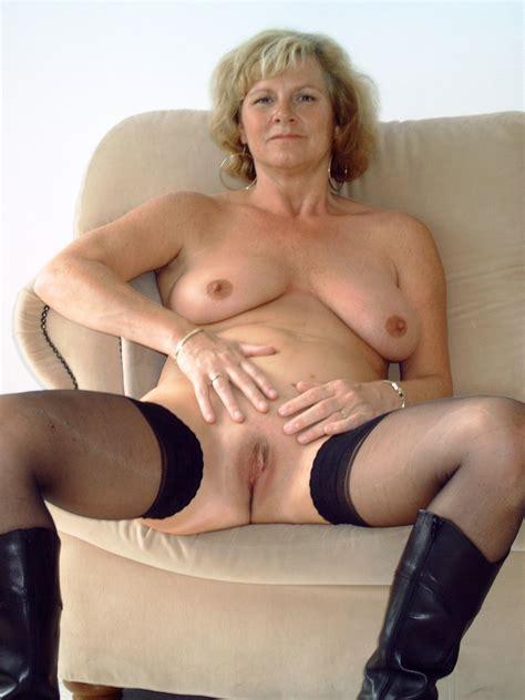 Mature Woman Wearing Black Bra In Hot Pics