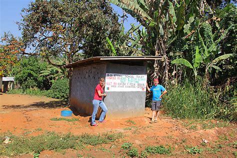 latrinen afrika primarschueler hygiene hilfsprojekt hilfswerk
