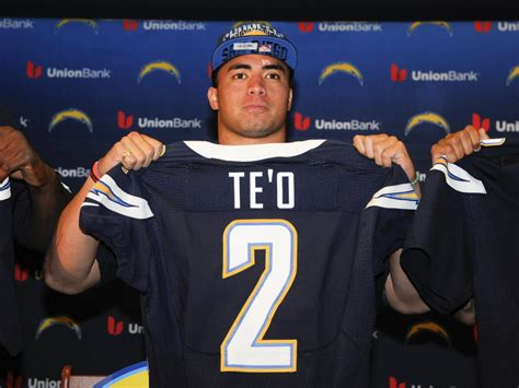 Early On, Manti Te'o Is Earning The Respect Of His Veteran