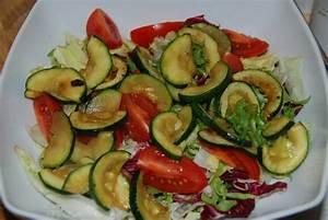 Salat Mit Zucchini : zucchini salat rezepte suchen ~ Lizthompson.info Haus und Dekorationen