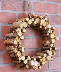 Basteln Mit Holz Ideen : kranz aus holz selber machen ~ Lizthompson.info Haus und Dekorationen