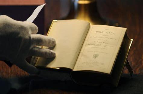 bible trump lincoln obama inauguration donald oath take office holy president upi swear congress sworn using