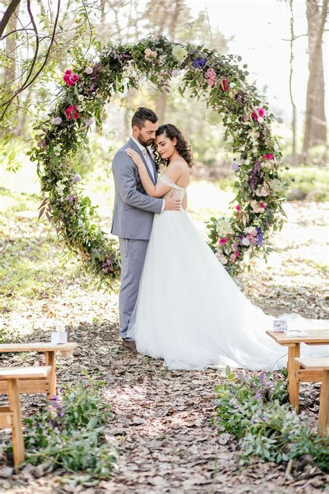 Outdoor Vows A Giant Floral Wedding Ceremony Wreath