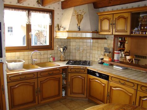 cuisine ancienne relook馥 relooker une cuisine rustique en moderne transforme une cuisine rustique et dpasse en une lumineuse cuisine trs moderne ou provenale sans changer