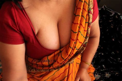 Desi Hot Auntys Tight Deep Neck Blouse Hd Pic Gallery