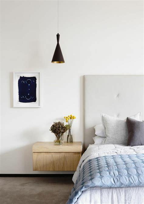 etagere chambre adulte installer une table de nuit suspendue près de lit