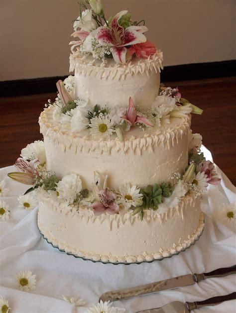frosted wedding cakes idea   bella wedding