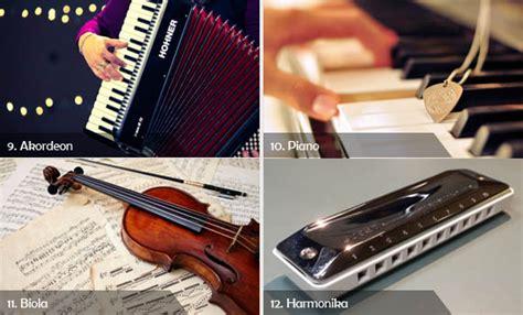 Cara menggunakan alat musik ini adalah dengan cara dipukul dengan pemukul, semisal stik. Lengkap 12 Contoh Alat Musik Melodis, Beserta Gambarnya   Cinta Indonesia