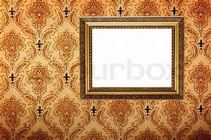 vintage gold plated picture frame on retro wallpaper With markise balkon mit tapete vintage chic