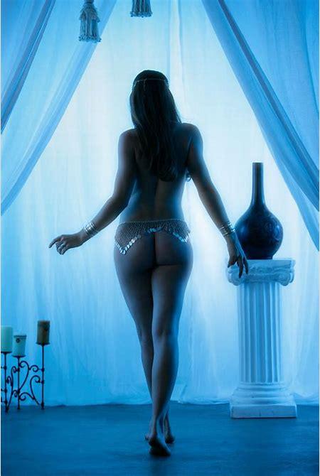 Erotic fantasy girl nude in the shadows / Sexy Models