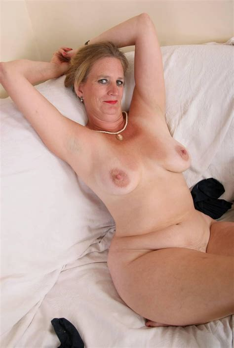 Hipmoms 27 In Gallery Wide Hips 4 Mature Women
