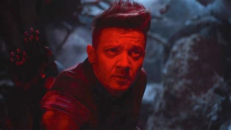 Avengers What Hawkeye New Costume Reveals About Endgame