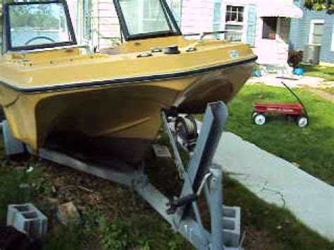 Mfg Tri Hull Fiberglass Boat by Mfg Tri Hull Runabout 1973 Great Starter Boat Needs Small