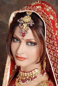 Beautiful Indian Dress For Bridal Wedding Makeup | Photos ...