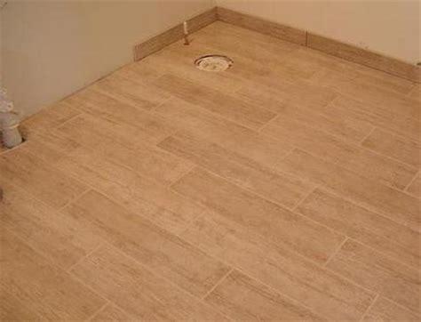 bath room ceramic flooring looks like wood decorating ideas