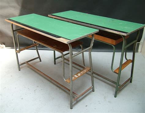 banchi di scuola two school desks