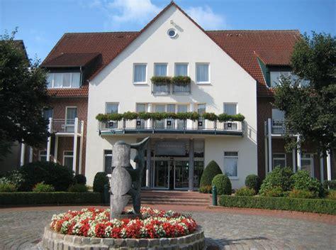 """""""eingang Landhaus"""" Steigenberger Hotel Treudelberg"""