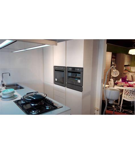 veneta cucine outlet cucina sistematica pet by veneta cucine outlet