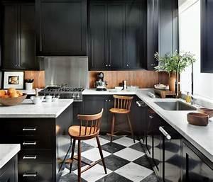 Plan De Travail Marbre Noir : cuisine noire et bois un espace moderne et intrigant ~ Dailycaller-alerts.com Idées de Décoration