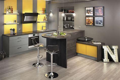 cuisine gris et deco salon gris et jaune