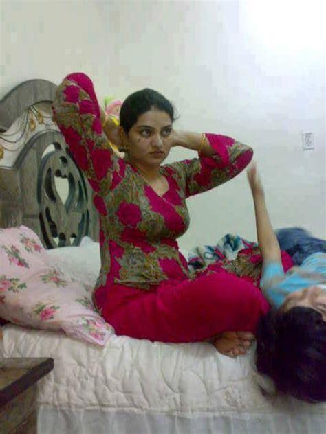 Apni Sister Baji Ki Phudi Mari Desi Bhabhi