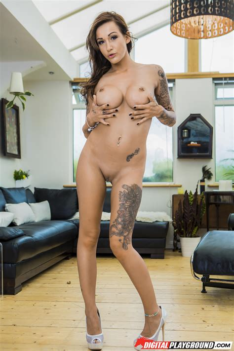 Tattooed Beauty Is Slowly Getting Naked Photos Chantelle