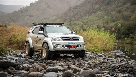 ngam toyota fortuner  manh  voi phong cach  road
