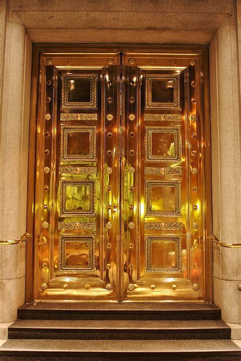 gold door vandigicam photowalk  gastown  night