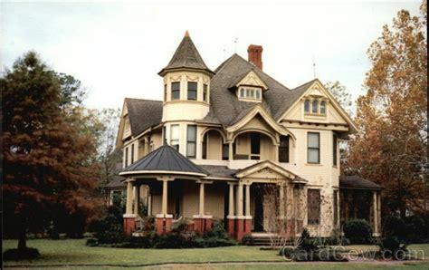 Queen Ann/victorian Design Home Aurora, In