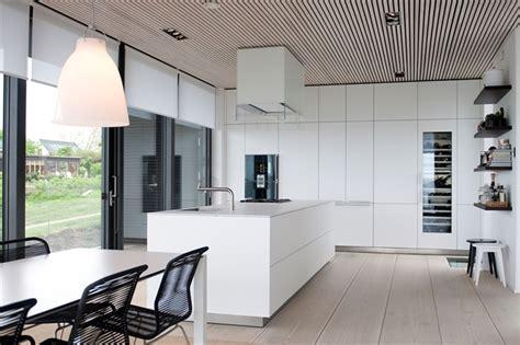 nilsson villa modern beach house  black  white