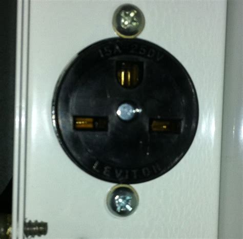 i need to wire a 20a 250v outlet ive got the power coming