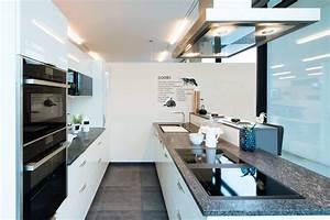 Granit Arbeitsplatte Küche Preis : beige hochglanz ausstellungsk che mit granit arbeitsplatte ~ Michelbontemps.com Haus und Dekorationen
