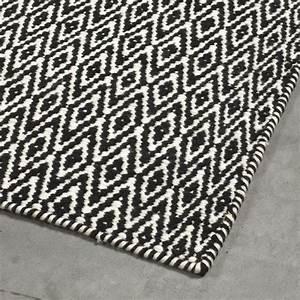 Tapis Graphique Noir Et Blanc : tapis moderne mic mac noir angelo 140 x 200 ~ Teatrodelosmanantiales.com Idées de Décoration