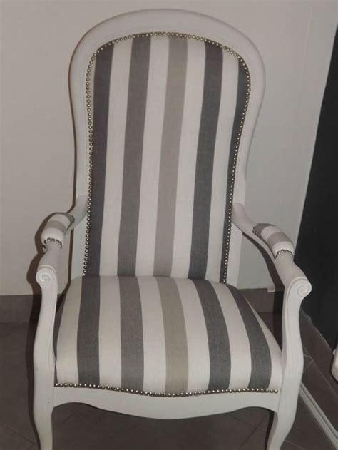 chaises taupe 2 beaux fauteuils voltaire coloris à voir dans les