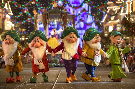 christmas parties 2014 wdwthemeparks 2014 mickey s merry photos show components