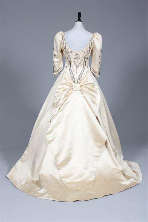 linda cierach replica   bridal gown worn  sarah