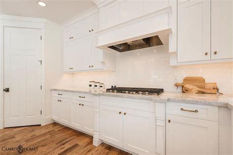 kitchen backsplashes for white cabinets white kitchen cabinets white subway tiles design ideas