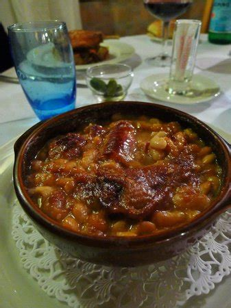 cuisine carcassonne a cassoulet is traditionally served in a quot cassole quot an